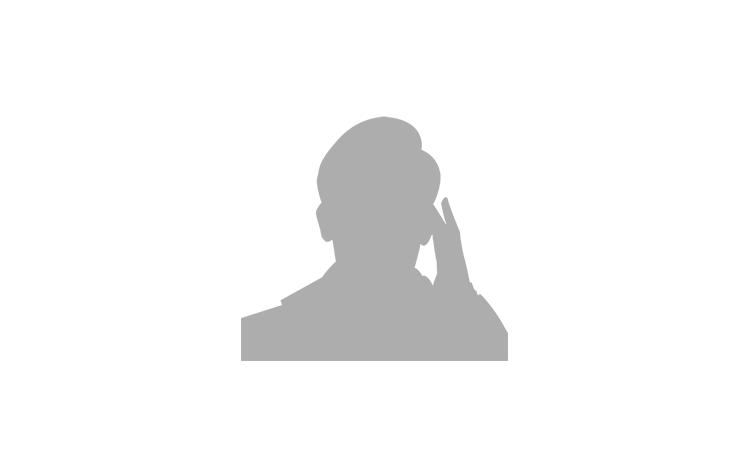 Logo d'un assistant au téléphone ayant sa main gauche sur son oreillette.